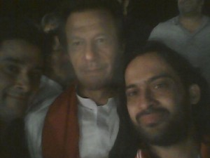 Waqar-Zaka-finally-takes-a-selfie-with-IK